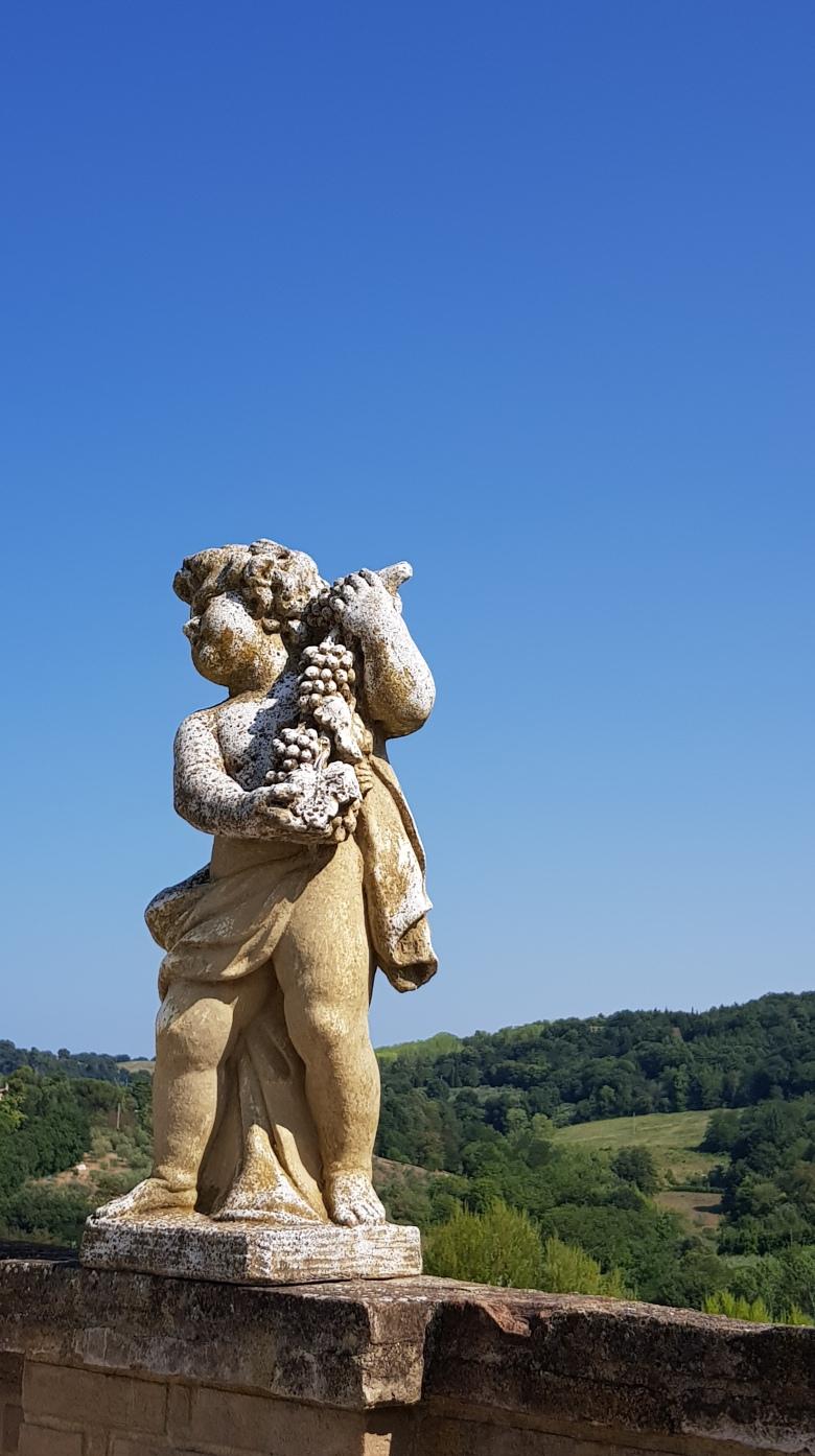 kupidom-skulptura