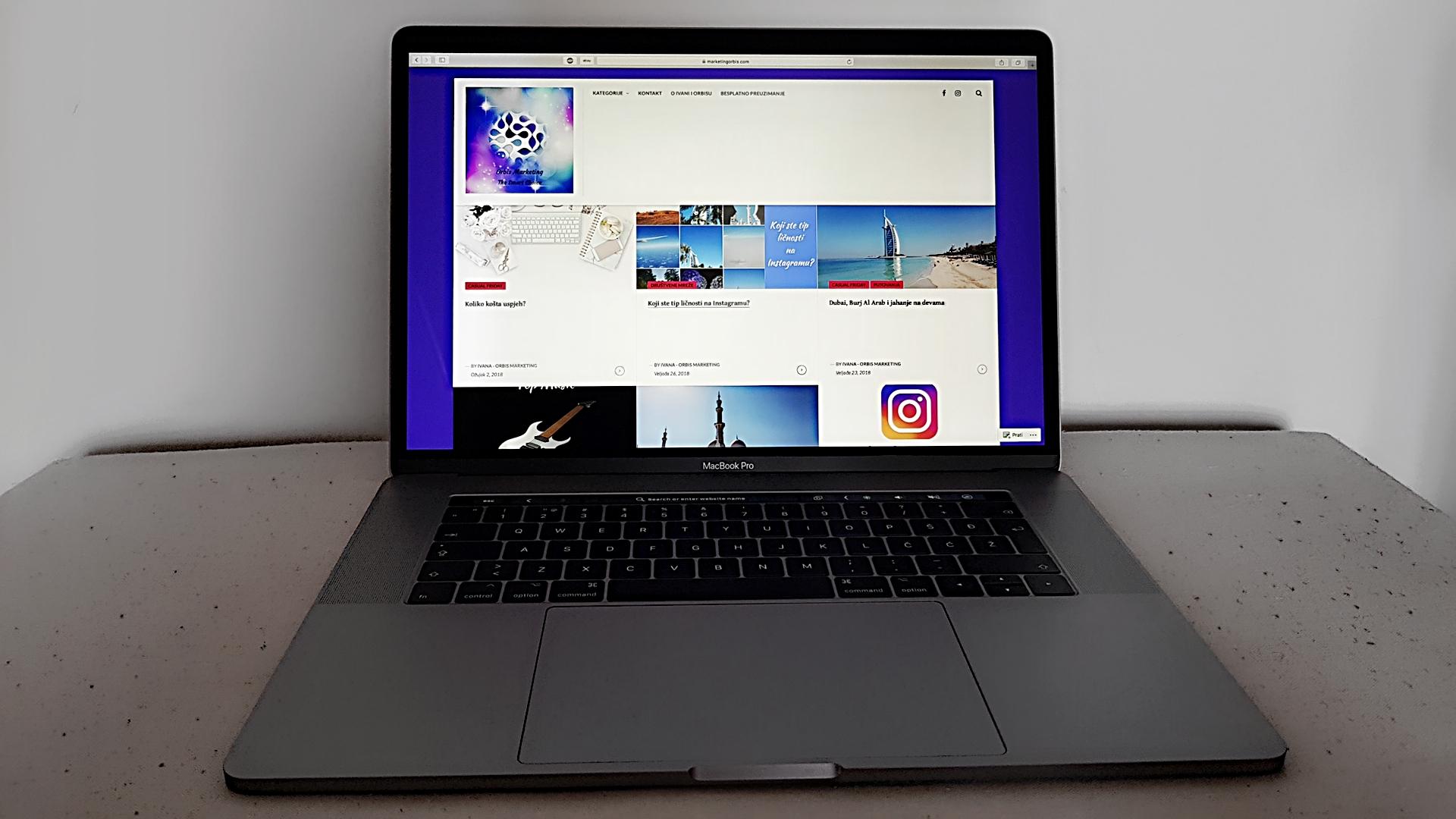Priključite projektor na macbook pro