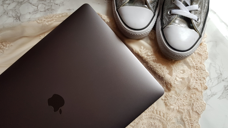 converse-macbook-orbis-marketing